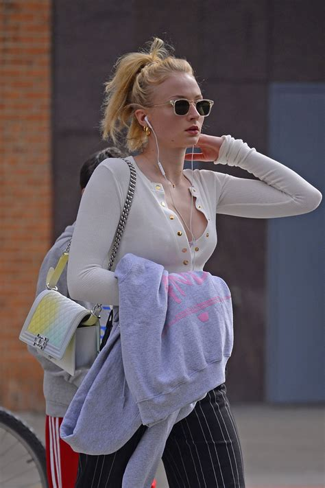 Sophie Turner in Casual Outfit - Stroll in New York City