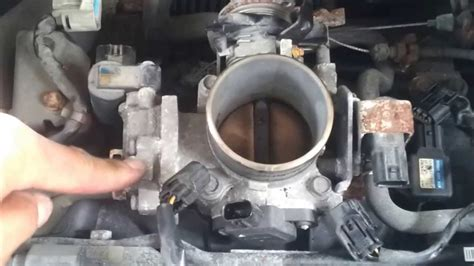 throttle body cleaning 2002 civic - YouTube