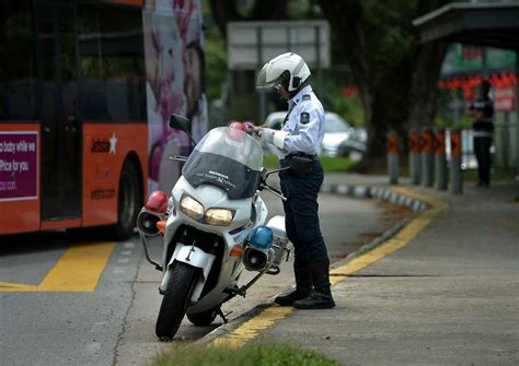 Malaysian jailed in Singapore for trying to bribe traffic