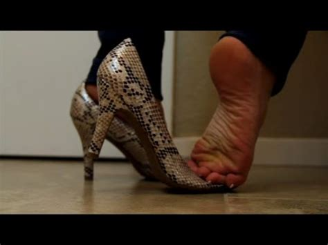 Dangling & Shoeplay: Standiste Dipping in High Heels - YouTube
