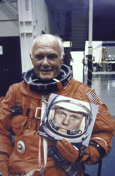 John Glenn lies in state at Ohio capitol for public