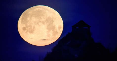 What is a supermoon? Why the moon appears larger during