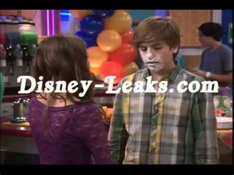 The Suite Life on Deck - Maya i Zack kissing :) - YouTube