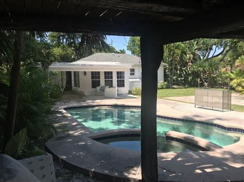 Flamingo Park laid back pool home Has Private Yard and
