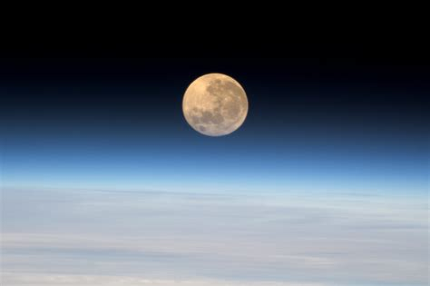 Space in Images - 2016 - 12 - Super moon